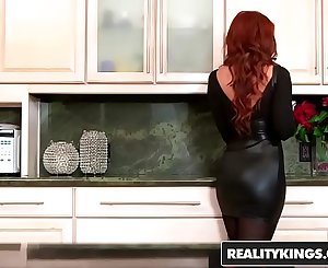 Sexy ginger milf (Janet Mason) gets (Levi Cashs) younger cock - Reality Kings